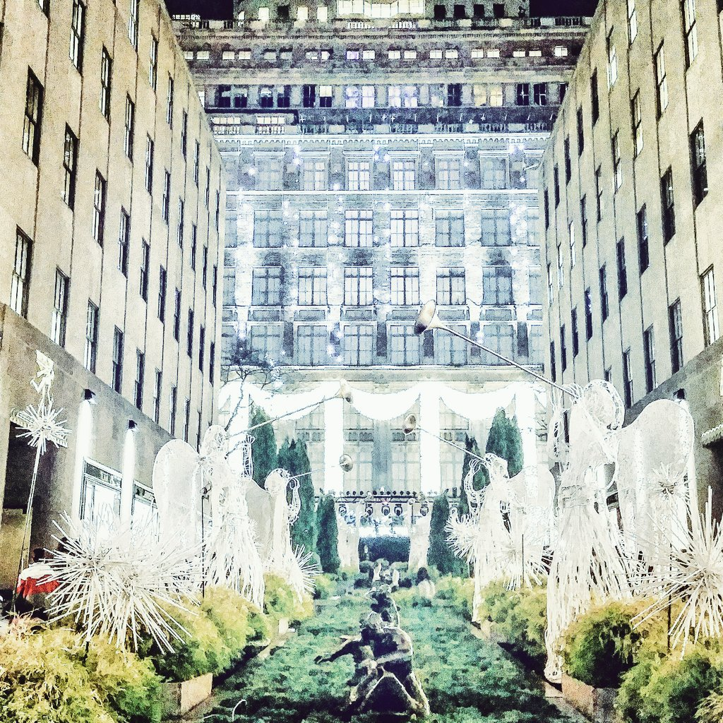Saks Fifth Avenue and Rockefeller Center. photo: Marek Rygielski